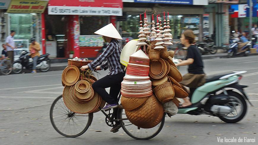 Vie-locale-Hanoi-vendeuse-panier-870
